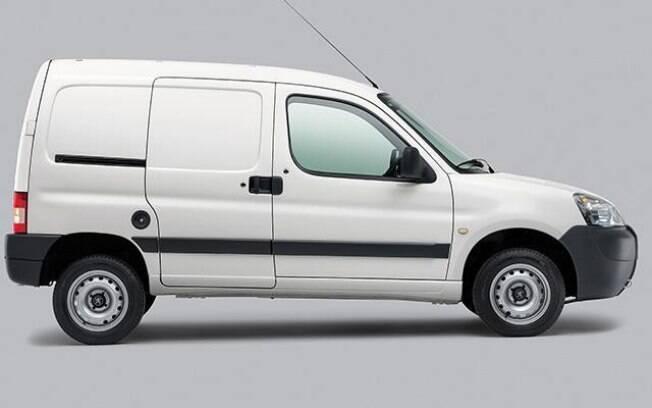 A Peugeot Partner inovou na linha 2018. A partir de agora, o modelo sai de fábrica com o cluster digital do C4 Lounge
