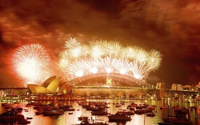 Show pirotécnico na baía de Sydney atrai foliões do mundo inteiro
