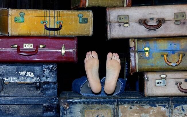 Se apinhar no meio de bagagens de mão não vai ajudá-lo a facilitar sua viagem de avião - e pode atrapalhar os outros