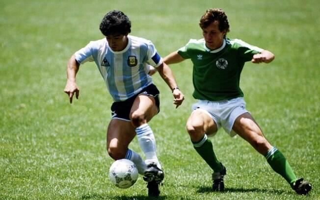 Maradona liderou a Argentina à conquista da  Copa do Mundo em 1986