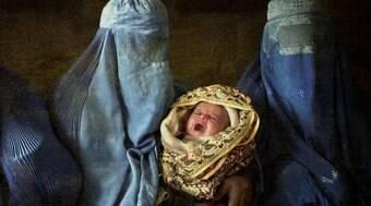 Mulheres enfrentam dificuldades ao dar à luz sob o regime do Talibã
