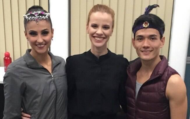 Flavia Viana com os bailarinos da SPCD, Yoshi Suzuki e Thamires