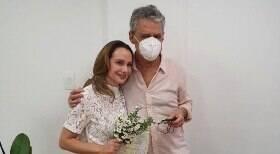 Chico Buarque e Carol Proner se casam no RJ