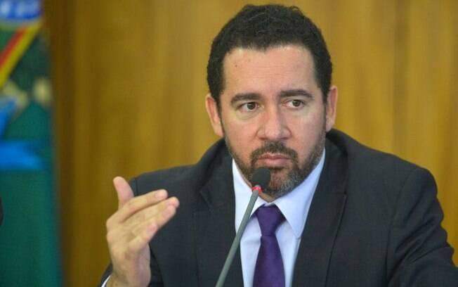 Dyogo Oliveira disse que governo não teve tempo de fazer as avaliações necessárias para que o corte fosse menor