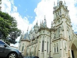 Carros não poderão mais ficar estacionados no pátio de igreja