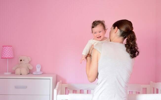 Um site especialista em maternidade diz que pode ser difícil aderir ao choro controlado no começo