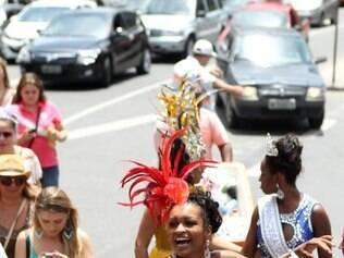 Cidades - O bloco carnavalesco Trema na Linguica abre a temporada de pre - Carnaval de Belo Horizonte MG. Os folioes formados , moradores dos bairros Sao Pedro , Santo Antonio regiao Centro Sul da CapitalMineira .  O bloco conta com a participacao do os sambista mineiros Fabinho do Terreiro a madrinha da bateria do