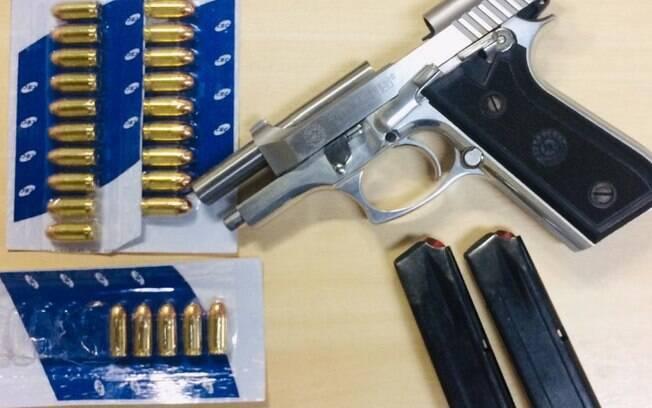 Pistola e munição foram apreendidas na casa do prefeito da cidade de Cedro-PE