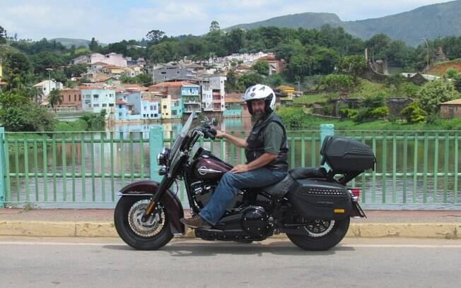 """Harley-Davidson Heritage Classic, a """"ovelha negra da família"""" tem estilo que chama atenção"""