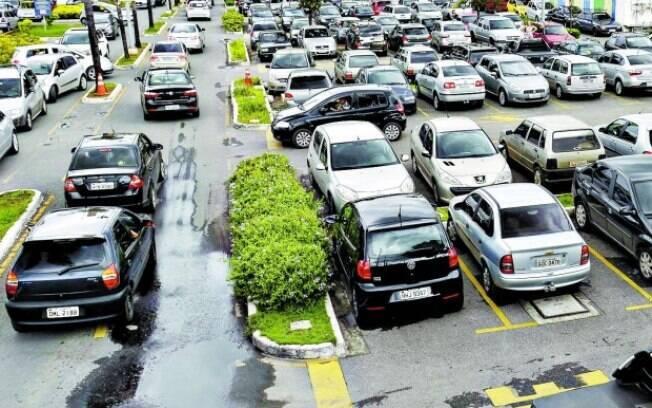 O prefeito Alexandre Kalil sancionou lei que permite a gratuidade em estacionamentos de shoppings de BH