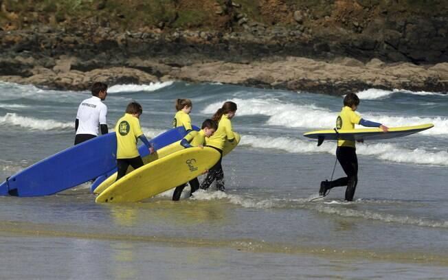 Aulas de surfe na tranquila St. Ives