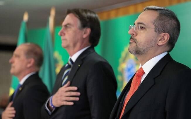 Ministro da Educação Abraham Weintraub, ao lado do presidente Bolsonaro, ambos defendem a Escola Sem Partido