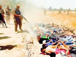 Terror. Radicais do Estado Islâmico executam dezenas de prisioneiros no Iraque, em junho de 2014, em foto exposta por eles na internet