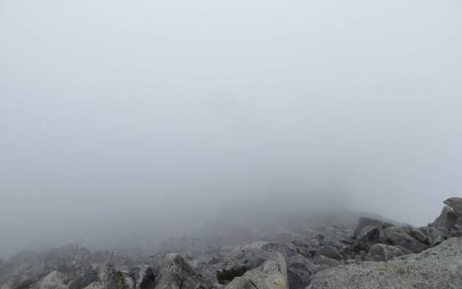 O viajante teve pouco tempo para desfrutar da visão do topo da montanha