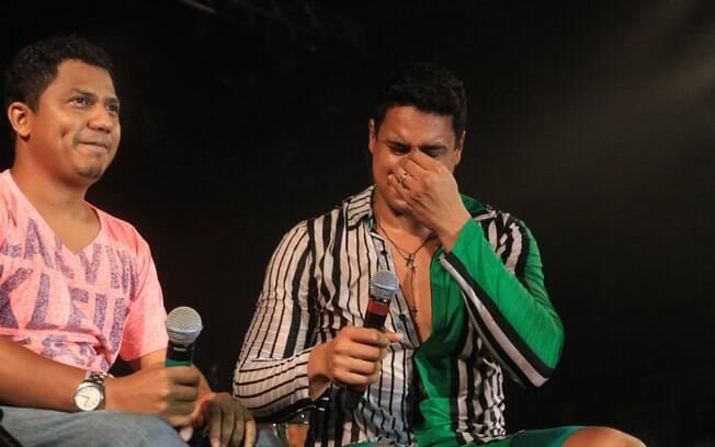 Xanddy se emociona com o fã Clodoaldo no palco