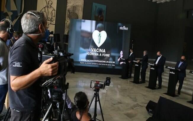 AO VIVO: Governo de SP traz novas informações sobre combate a pandemia