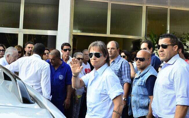 Roberto Carlos chega ao velório do afilhado, Alexandre Pessoal