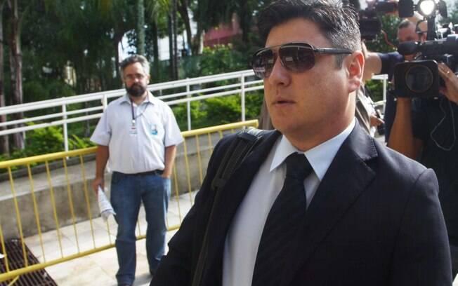 Márcio Nakashima, irmão da vítima Mércia, chega ao Fórum de Guarulhos para o primeiro dia de júri