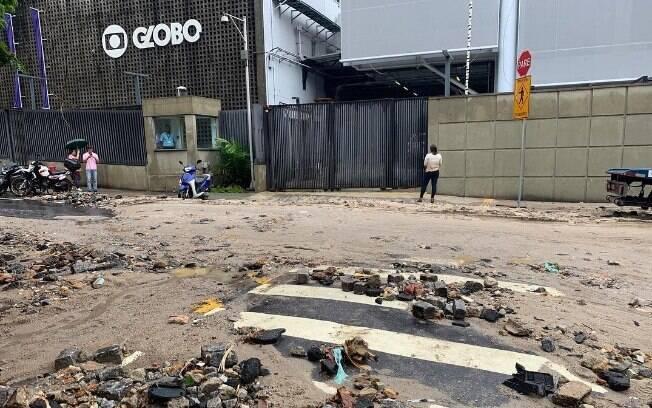 Rua do prédio da Globo após chuva no Rio de Janeiro