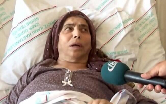 A turca explicou que se lembra de quando colocou as agulhas em seu estômago, por mais fosse apenas uma criança