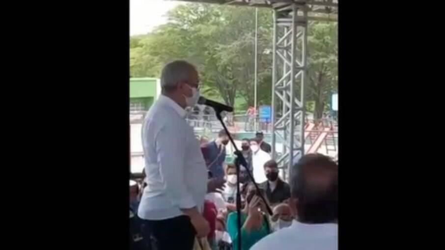 Padre Joselito durante discurso