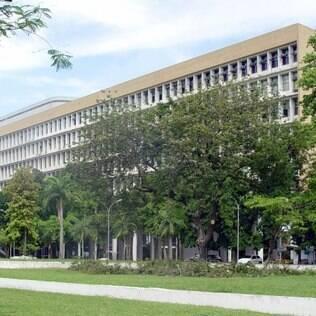 MEC bloqueia um terço da verba das federais; universidades atrasam bolsas