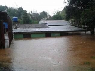 Chuva alagou casas em Monte Sião
