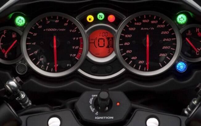 Suzuki Hayabusa tem instrumentação simples. Mas repare no contagiros com marcação até 13.000 rpm