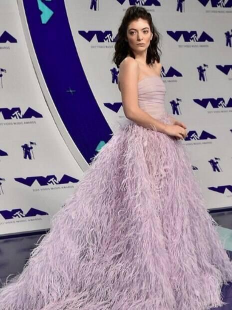 Lorde é outra cantora que apostou na sombra rosa no VMA