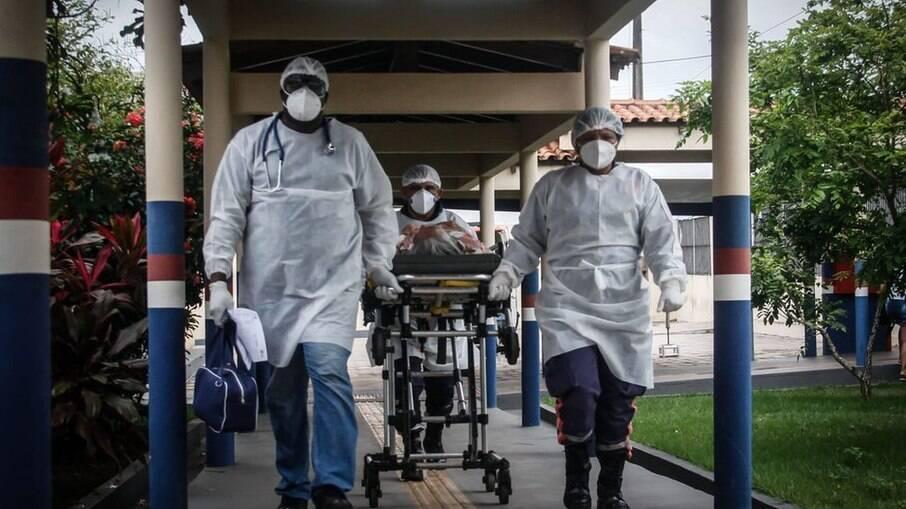 Ao menos 115 mil profissionais de saúde morreram de Covid-19, diz OMS
