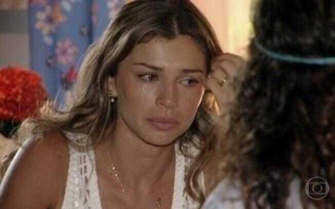 Taís tenta convencer Ester da inocência de Cassiano