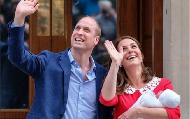 Príncipe William e Kate Middleton ainda não divulgaram o nome do bebê