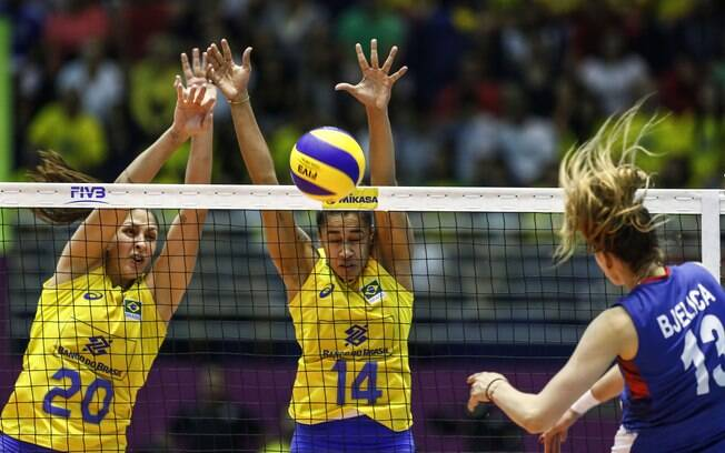 Bloqueio duplo da seleção brasileira de vôlei