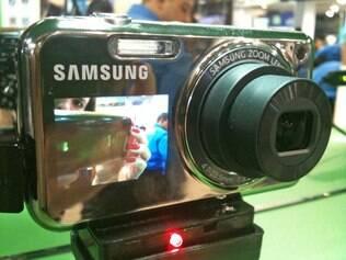 Visor frontal facilita autoretratos sem poluir visual da PL120, da Samsung