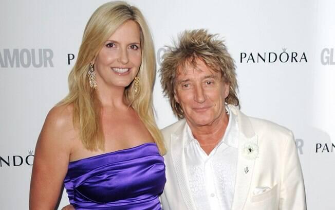 26 ANOS: Rod Stewart (68 anos) e Penny Lancaster (42 anos). Foto: SplashNews