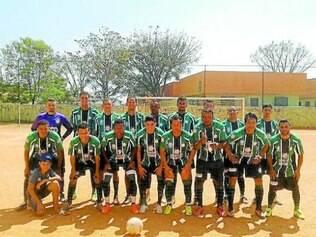 Goiás.    Já classificada, equipe goleou o Pedra Azul por 4 a 0