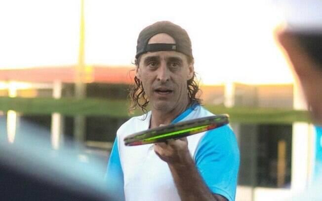 Meligeni está com 48 anos e além de livros tem um projeto para jovens tenistas