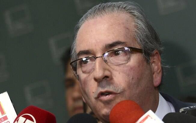 Eduardo Cunha acata pedido de impeachment e anuncia aos jornalistas