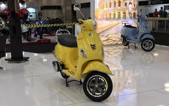 Vespa Club 125 amarela