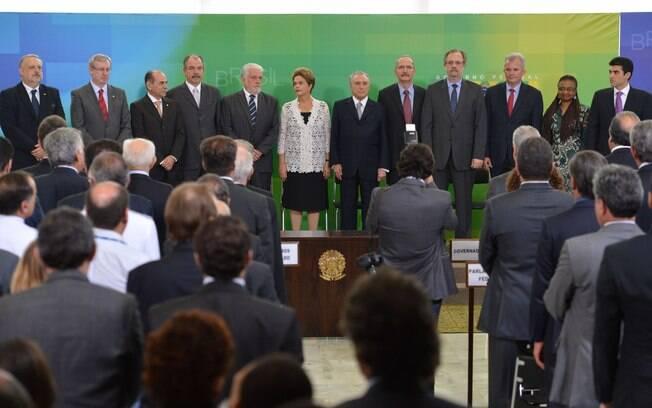 """Dilma pede diálogo com partidos e diz: """"Temos um País para governar até 2018"""""""