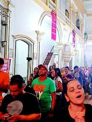 Depois da tragédia, evangélicos fazem culto na Paróquia São José