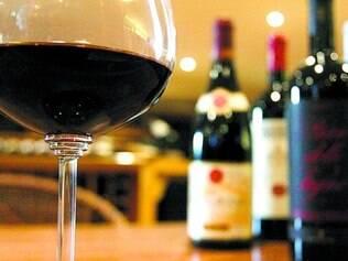 Pesado. A cada R$ 10 cobrados por uma garrafa de vinho brasileiro, R$ 6 vão para os cofres públicos, com uma carga de quase 60%