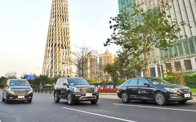À esquerda a minivan GM8, ao centro o SUV GS8 e, à direita, o sedã GA8