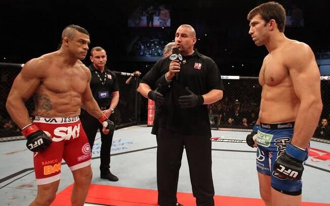 Vitor Belfort e Luke Rockhold fizeram a luta  principal da noite