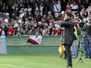 Técnico Marquinhos Santos deve formar meio-campo com Alex e Robinho, que volta de suspensão