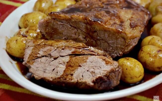 Pratos com batata assada para ninguém colocar defeito