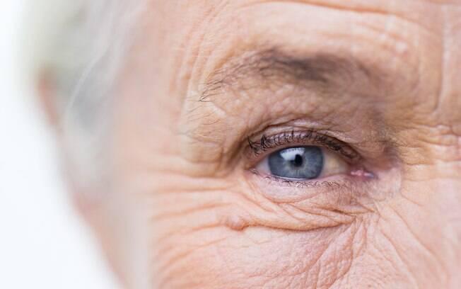 Pacientes com perda de visão causada por DMRI poderá voltar a enxergar com ajuda de óculos normais