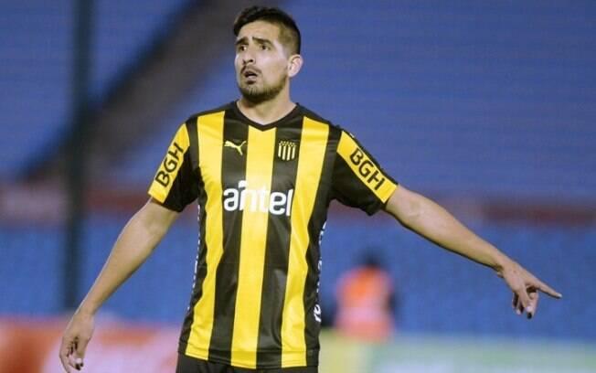 Lucas Viatri, jogador argentino do Peñarol, sofreu acidente com rojão no Natal