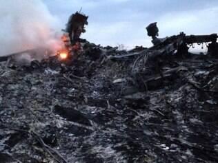 Imagem do local onde caiu boeing da Malasya Airlines, na Ucrânia