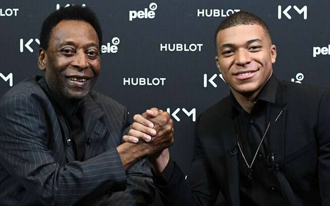 Pelé e Mbappé se encontraram nesta terça-feira (02)